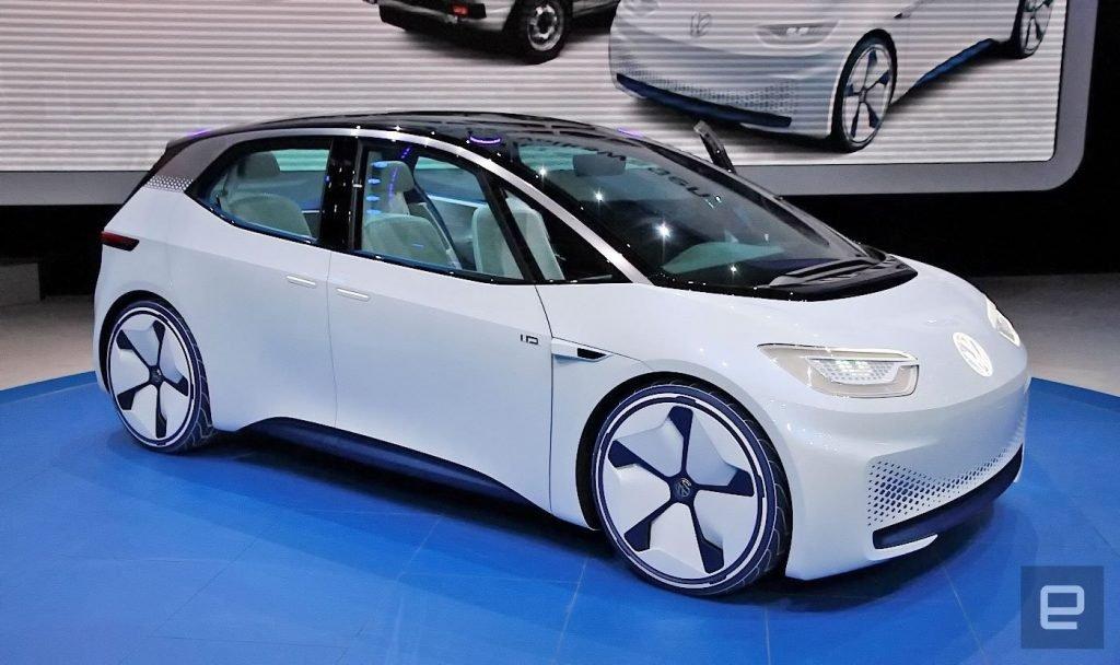 """Концептуальный шоу-кар Volkswagen I.D. уже более 3-ех лет активно демонстрируется перед публикой в качестве """"будущей передовой модели на рынке"""". В это время главный конкурент электромобиля в лице Leaf'a уже готовится к демонстрации нового поколения."""