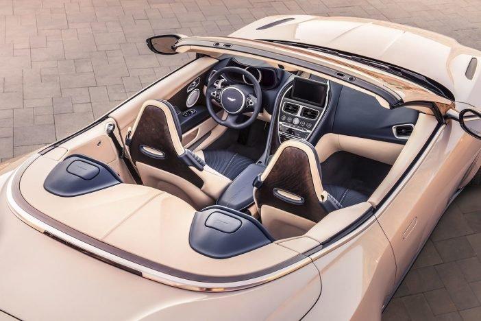 Салон роскошного кабриолета Aston Martin DB11 Volante