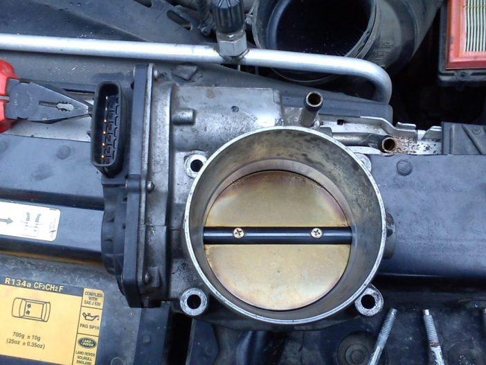 Фото дроссельной заслонки от бензинового двигателя Jaguar 4.4