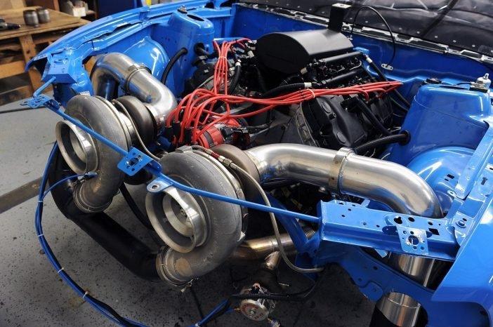 Два параллельных турбокомпрессора Coyote 5.0L V8