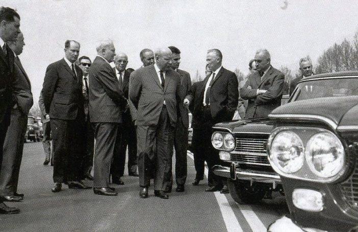 Советская делегация Минавтопрома в Турине осматривает модельный ряд ФИАТ, 1966 год