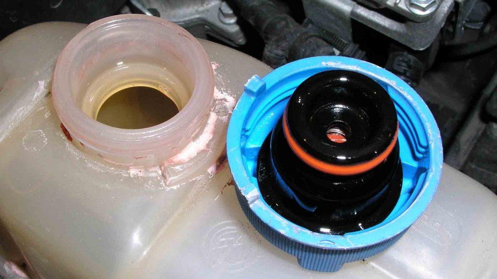 Пена в радиаторе. Причины появления пузырей воздуха в охлаждающей жидкости.