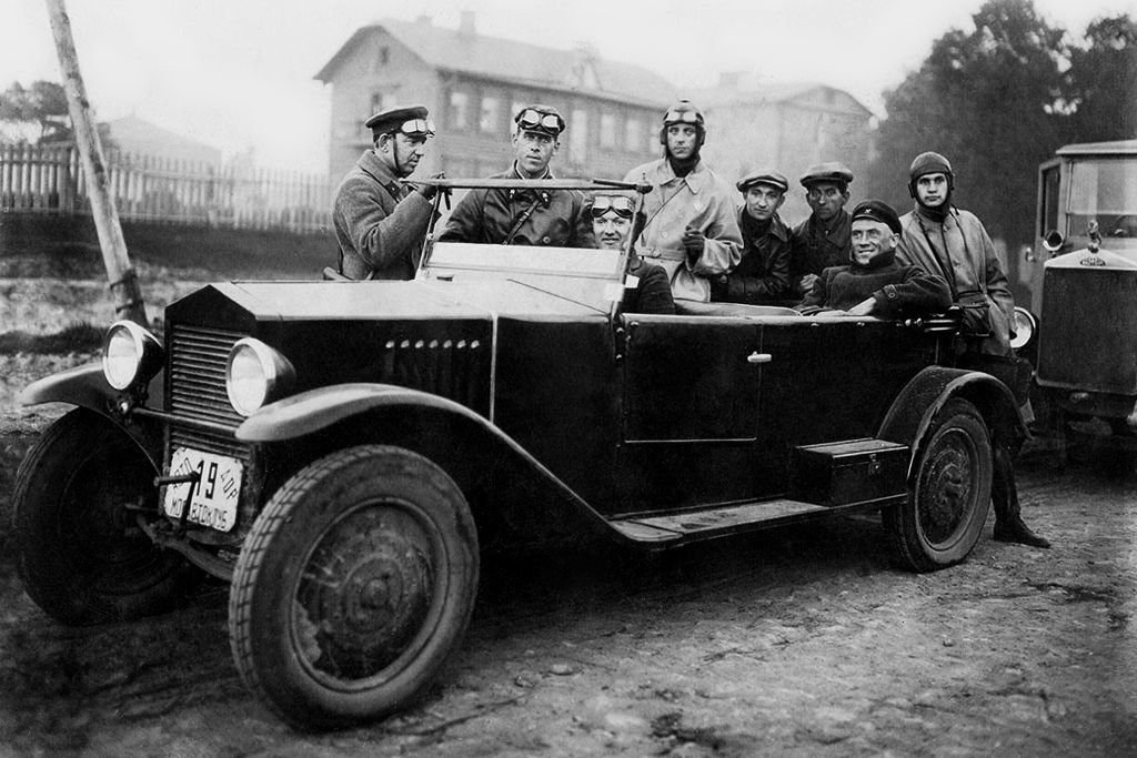 Первое шасси НАМИ-1, собранное к 1 мая 1927 года